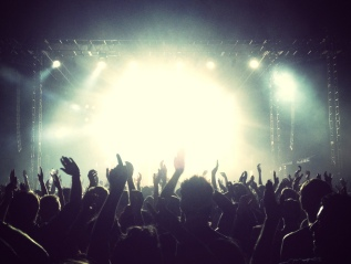 40 Ways Bands Can Use Social Media to Increase Engagement at Shows