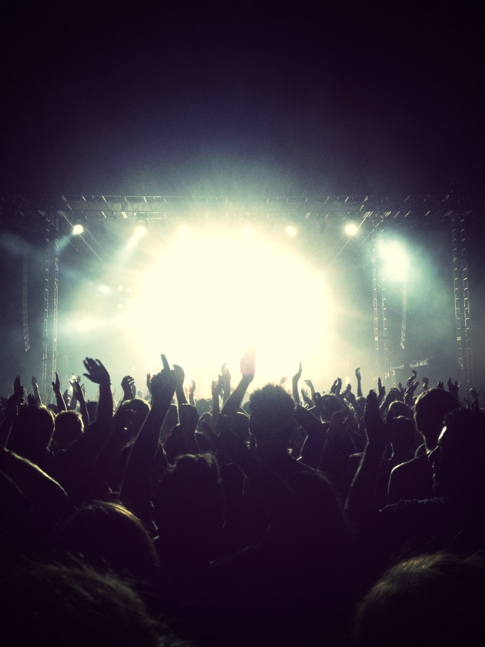 40 Ways Bands Can Use Social Media to Increase Engagement atShows